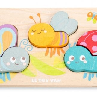 Adorable bug puzzle with three cheeky bugs to match the wings to. Great for developing concentration, shape matching, coordination and fine motor skills.