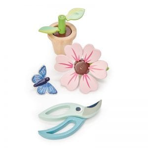 Perfect play for a summer afternoon. The gorgeous blossoming flower is all removeable.